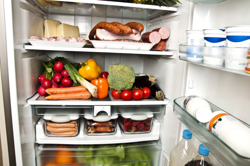 3 Common Signs You Need a New Refrigerator for Your Home